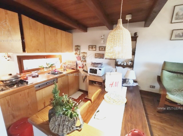 Villetta a Schiera con Resede e Caminetto